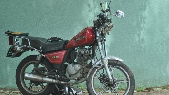 janaka-and-sisithas-bike-source-jdslanka